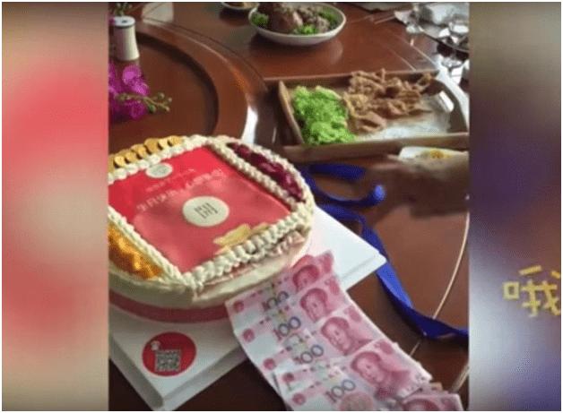 Viral,Kue Ultah Berisi Uang Layaknya ATM