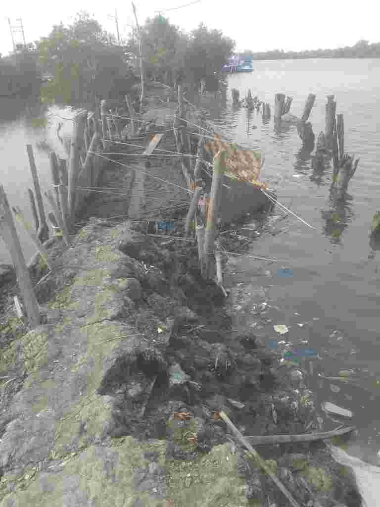 Hantaman Ombak Besar Rusak Tanggul Benteng Perumahan Nelayan Belawan